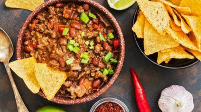 Chilli-con-carne-with-nachos-4jJTmt