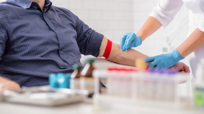 Cleaning-arm-to-give-blood-pN5Nd3