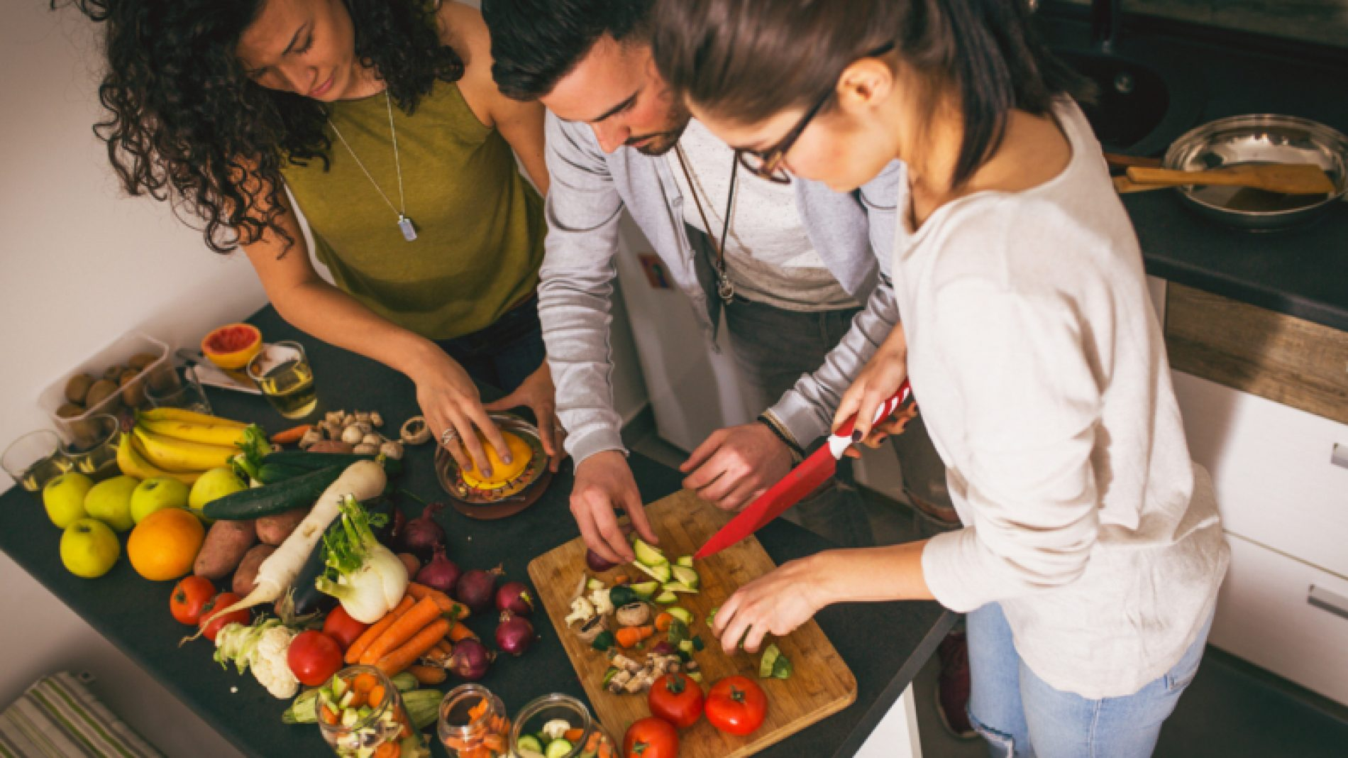 Cooking-healthy-food-ChY85q