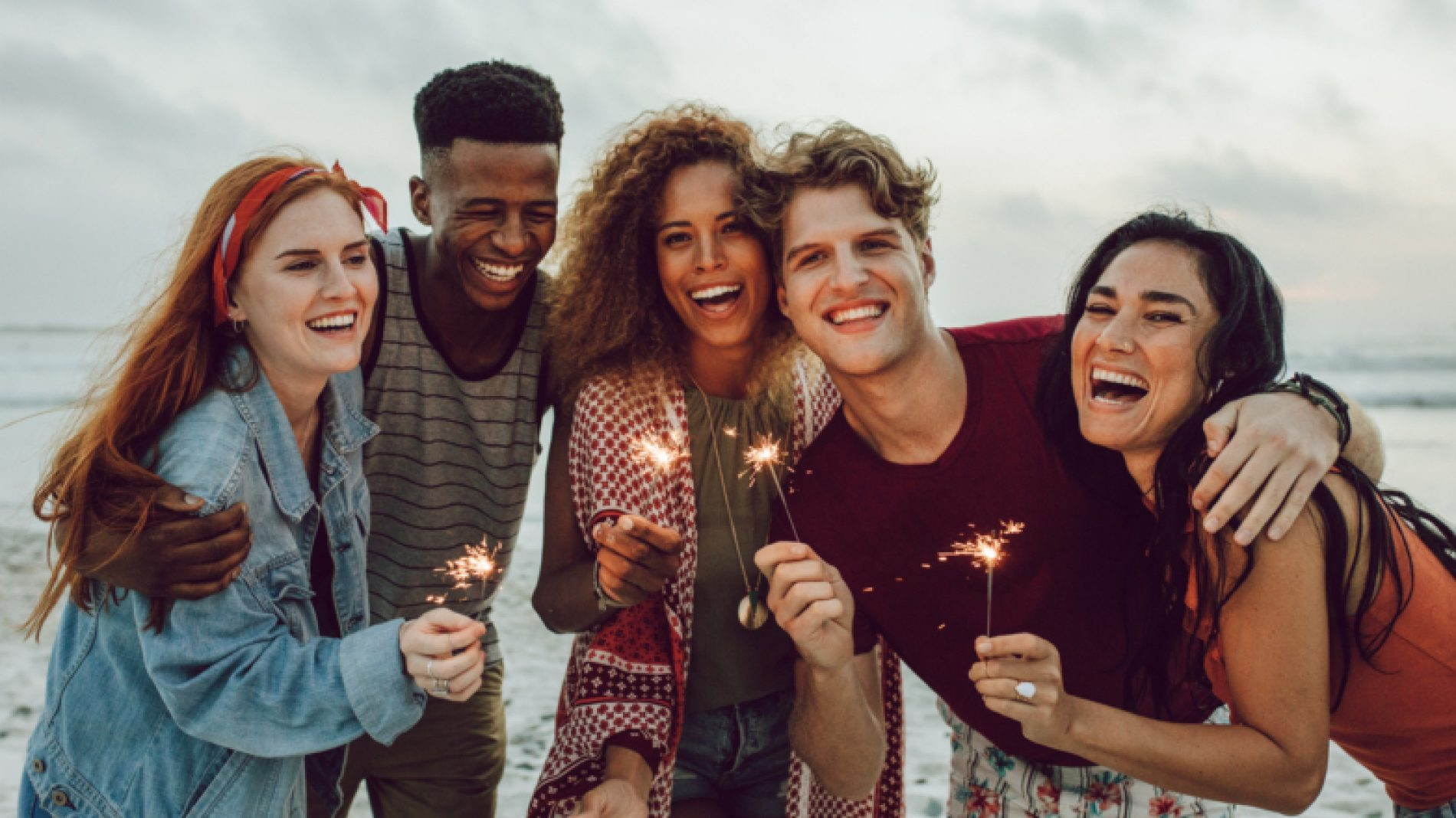 Group-of-young-people-with-sparklers-cXRRed