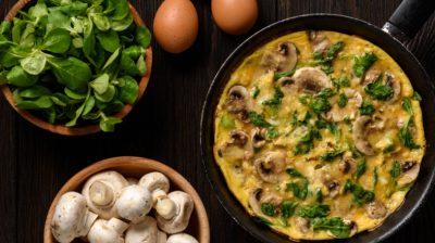Mushroom-omlette-in-a-pan-I4TyOU