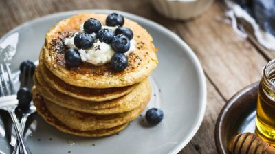 Pancakes-with-blueberries-OFmLpb