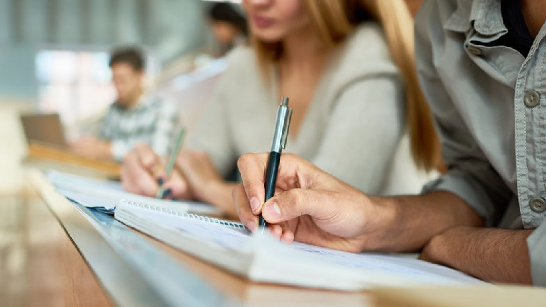 Taking-notes-in-college