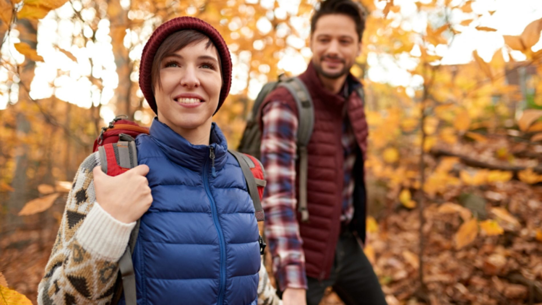 Two-friends-hiking-in-a-park-EVAluE