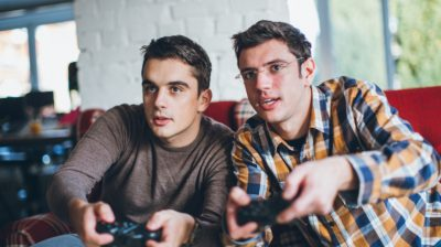 Two-young-people-playing-video-games-74wEsi