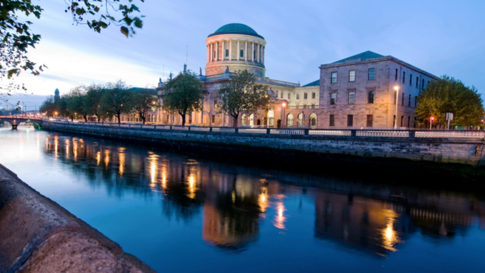 View-of-the-Four-Courts-Sb7VOa