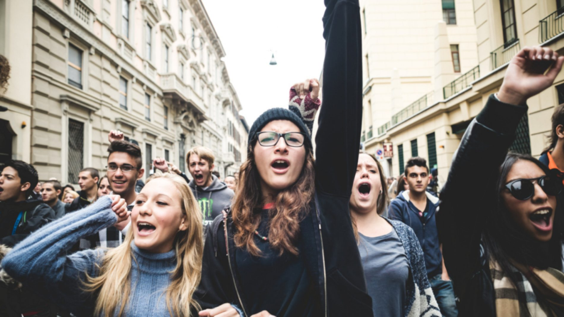 Young-people-protesting-in-climate-strikes-CrBMgC