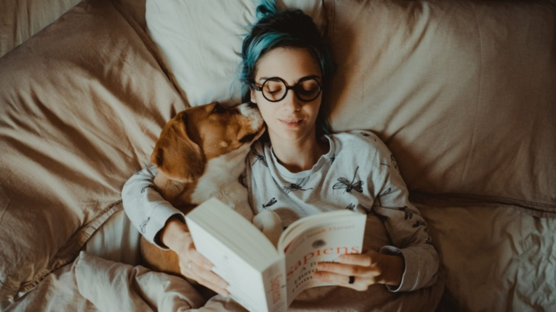 Young-person-reading-in-bed-CADNSy