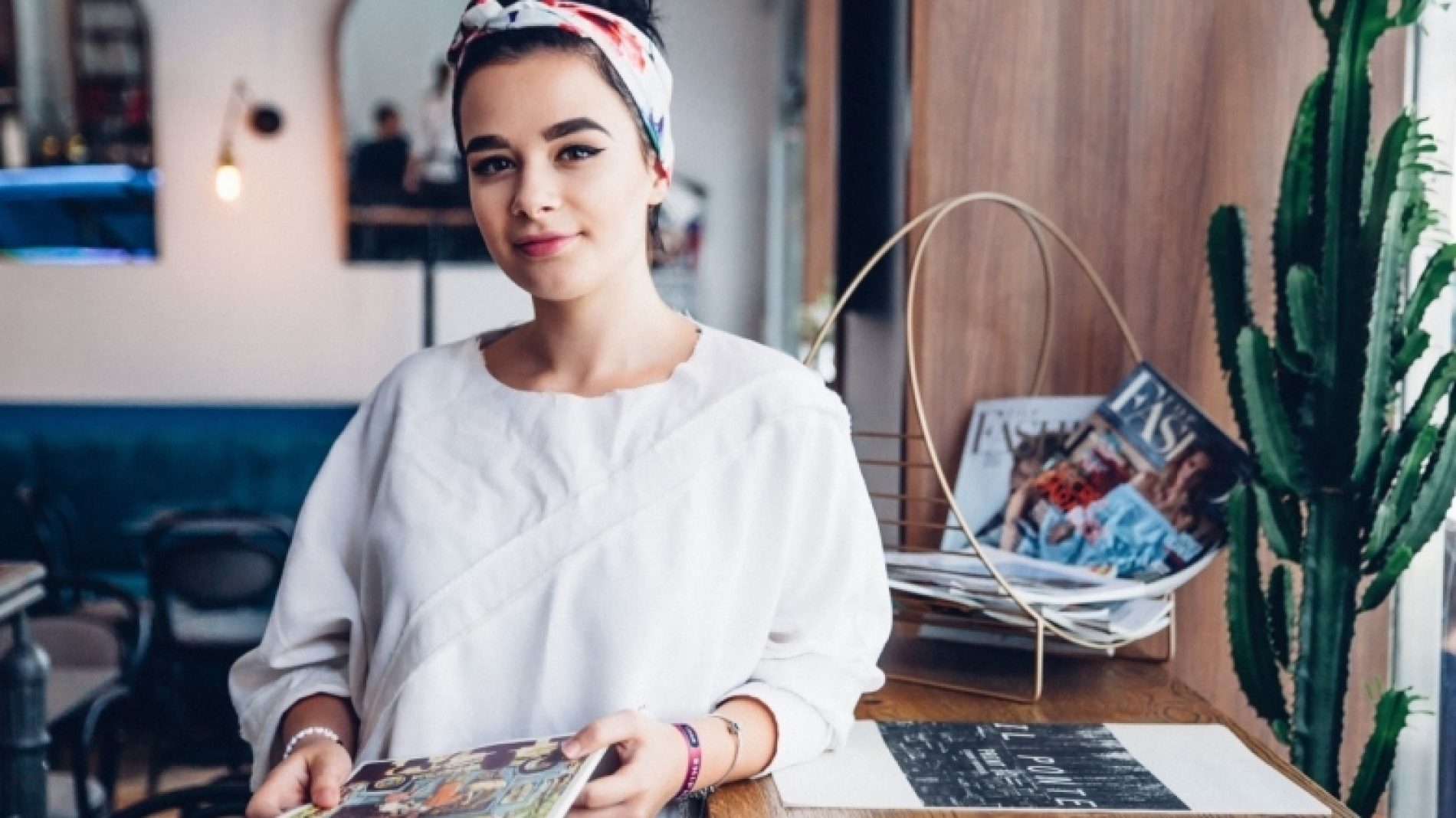 Young-person-with-magazines-OVdTkQ