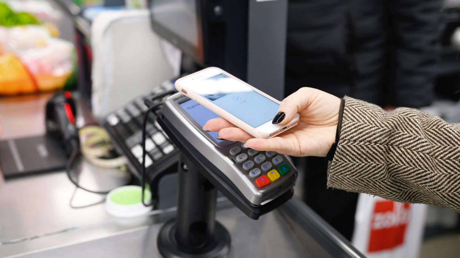 a-female-customer-hand-pays-for-purchases-with-a-wireless-or-contactless-smartphone-payment-accept_t20_RzQzeB