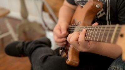 acoustic-activity-adult-alone-art-artist-band-casual-caucasian-chord-closeup-concert-entertainment_t20_lLaGzg