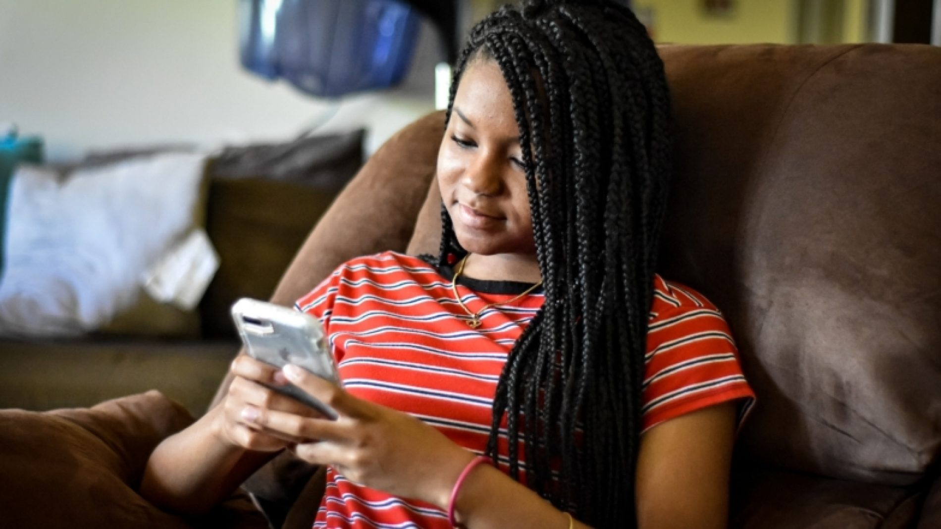 african-american-girl-looking-at-her-cell-phone_t20_1nwdlx
