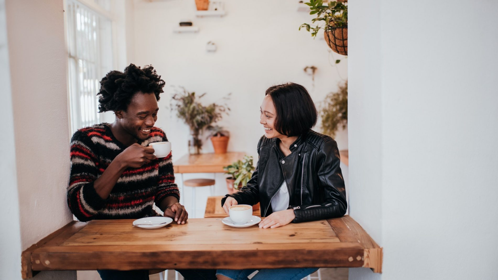 autumn-couple-couple-cafe-coffee-smiling-fall-asian-sweater-happy-date-drinking-afro-coffee-shop_t20_YVAa7x