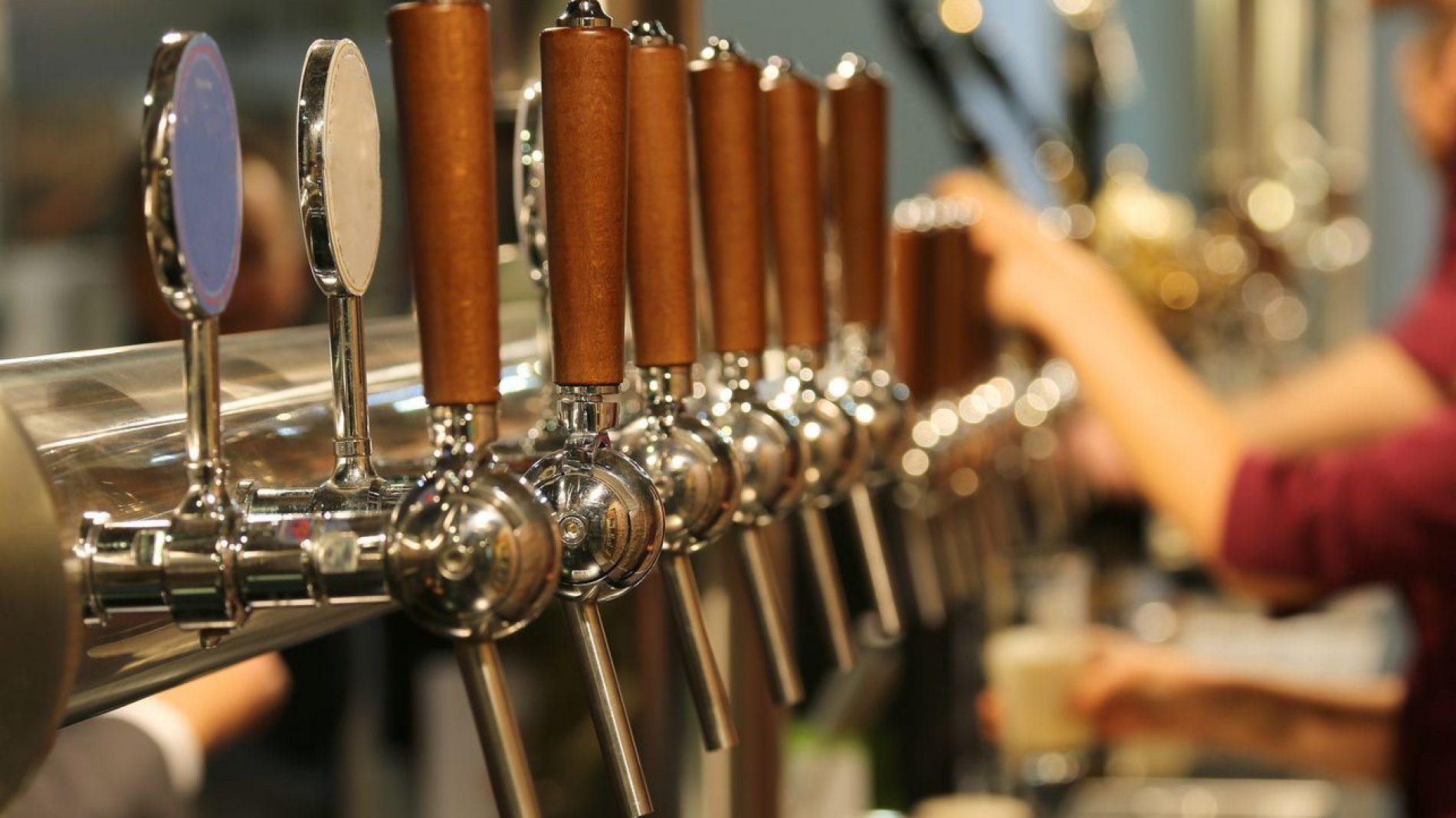 beer-taps-in-bar-binge-drinking