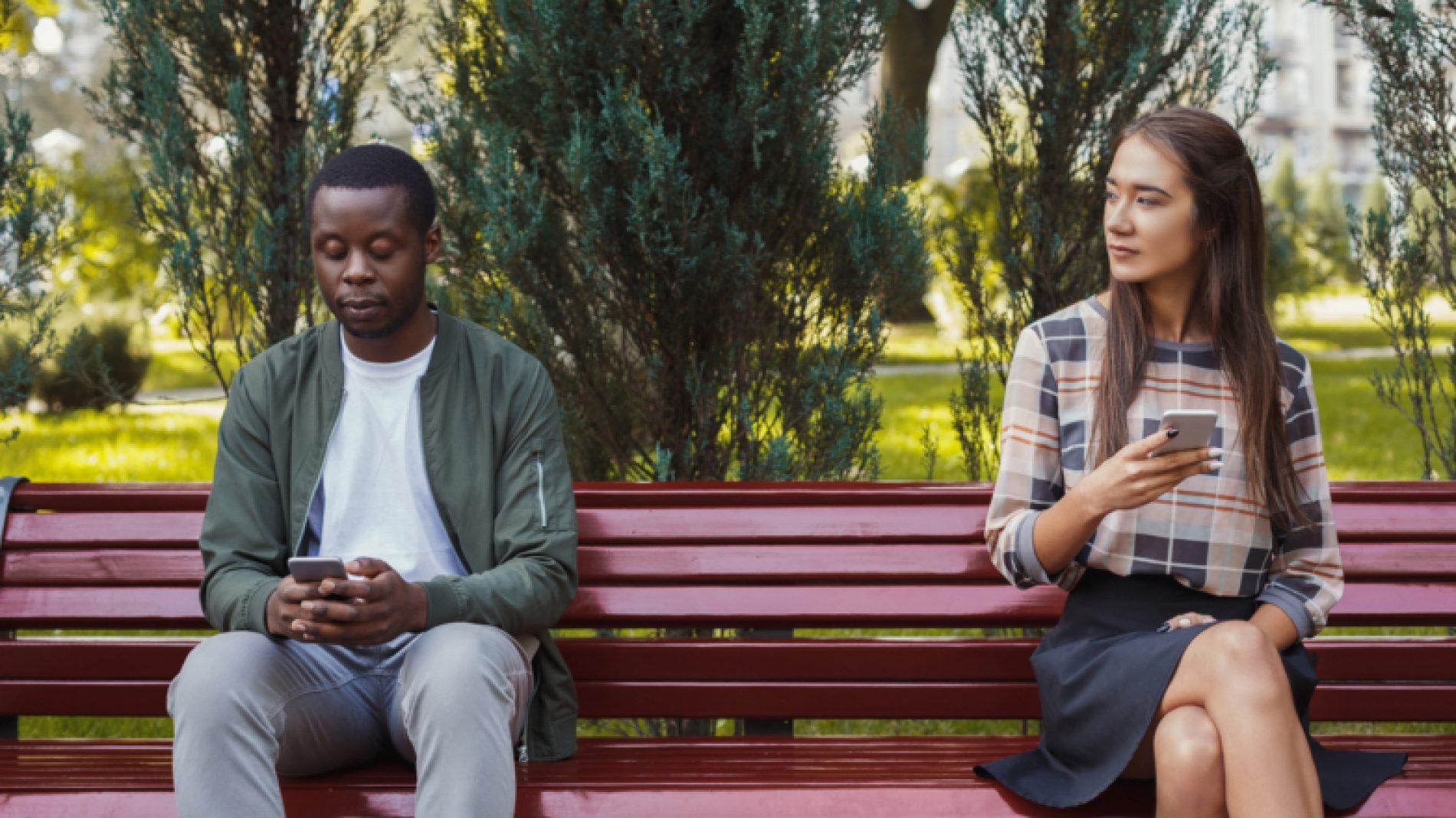 couple-on-bench-0q6wkE
