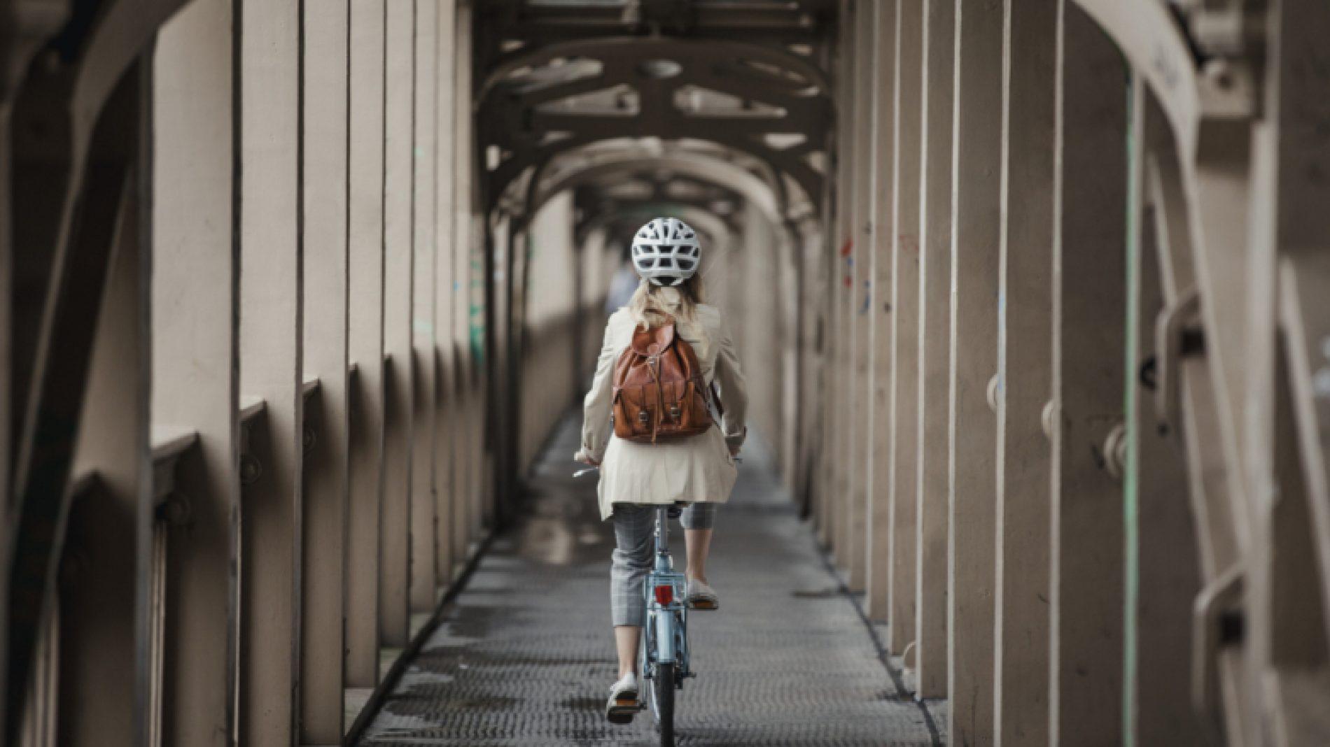 cycling-to-work-Z3Uoko