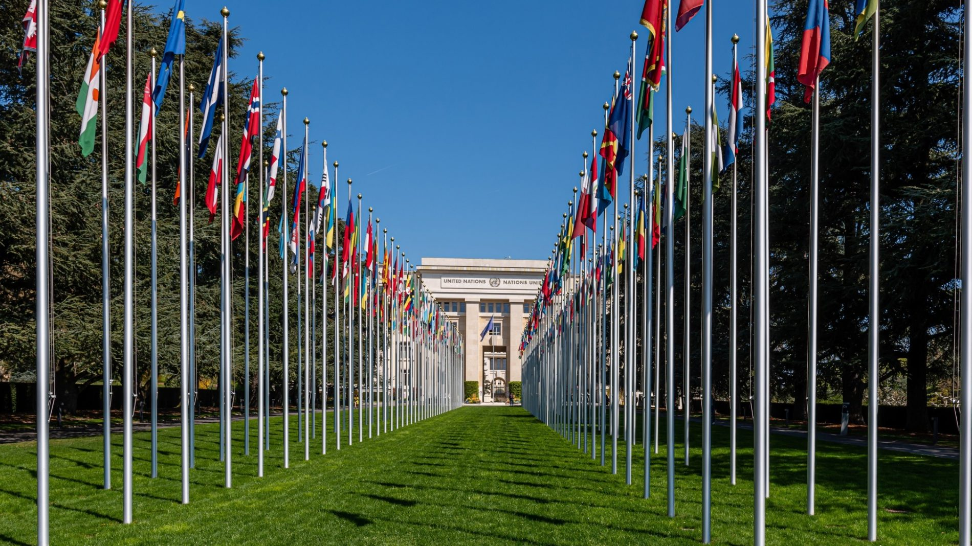 geneva-switzerland-the-palace-of-nations-building-in-geneva-is-the-headquarters-of-the-united-nations_t20_dxd24R