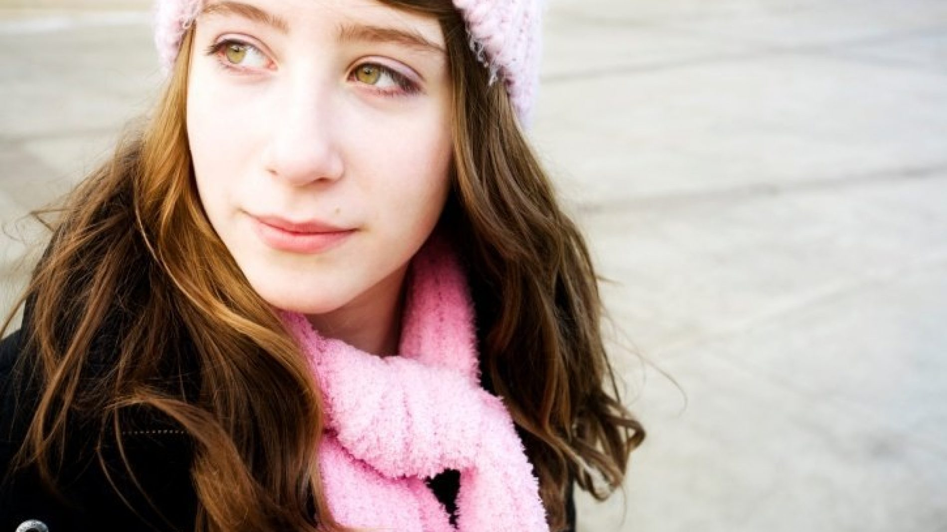 girl_with_hat_and_scarf