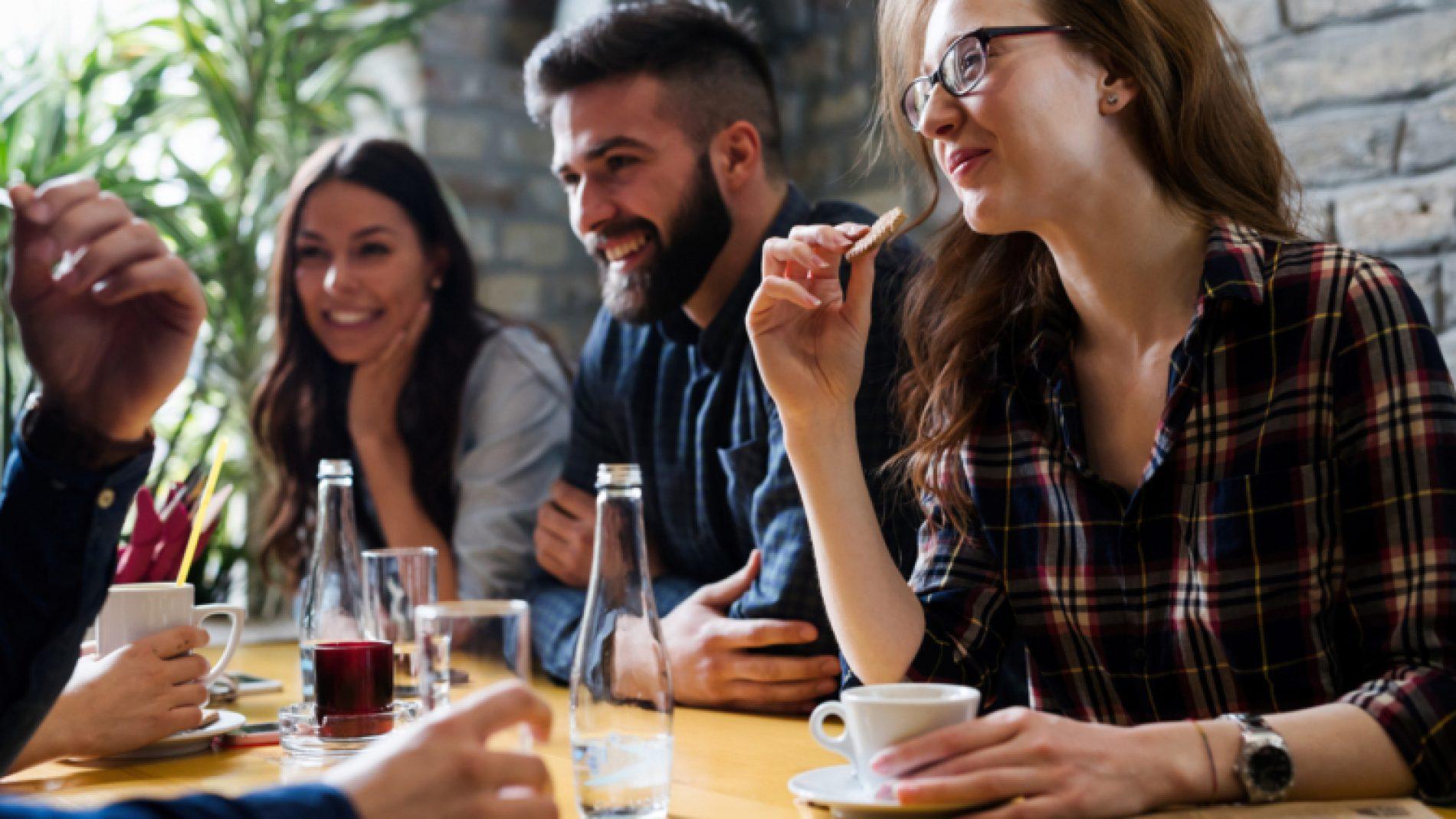 group-in-coffee-shop-akdxOr