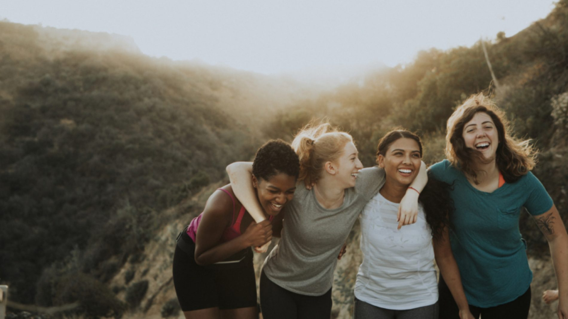 group-of-women-laughing-together-aW39YE