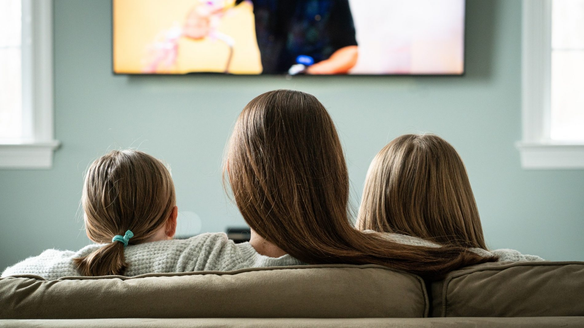 mom-and-daughters-watching-tv-at-home-during-family-time_t20_nRyQLK