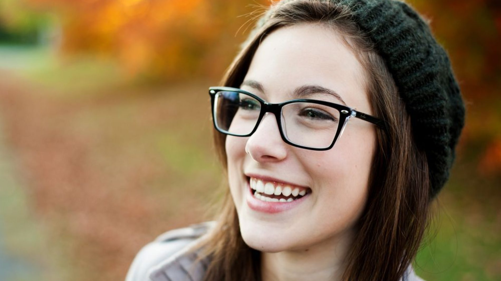 smilinggirlglasses