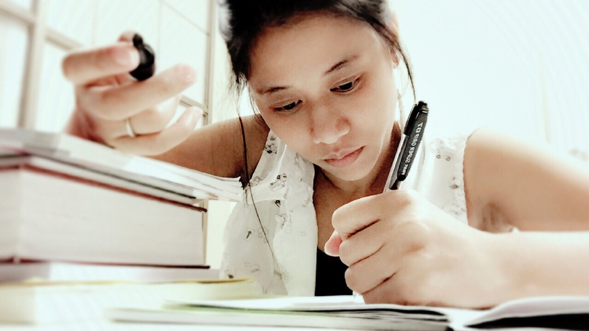 studying-home-work_t20_knmBbK